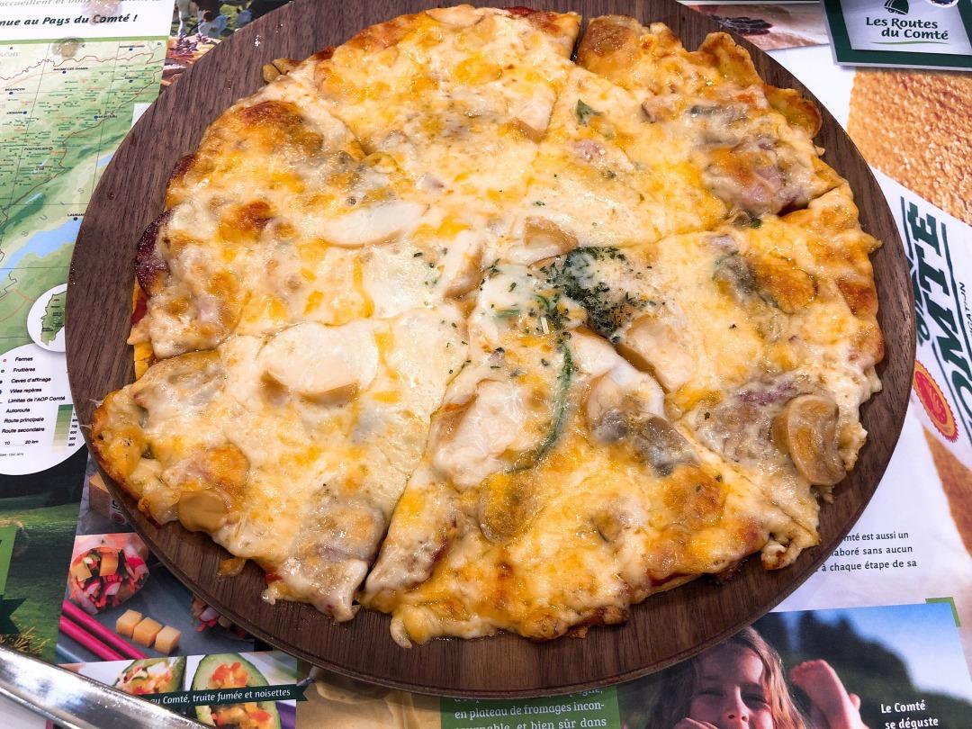 チーズ王国のチーズピザ